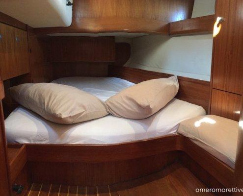 vacanze in barca a vela con skipper omero moretti interno freya cabina di poppa