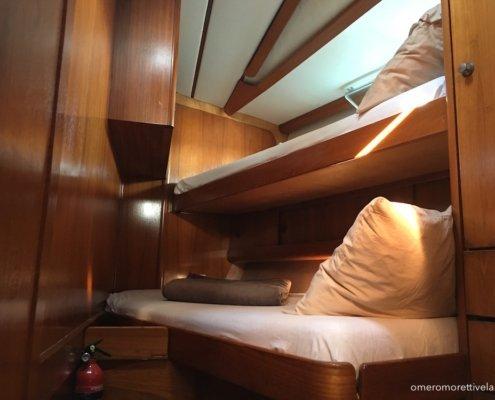 vacanze in barca a vela con skipper omero moretti interno freya cabina di prua