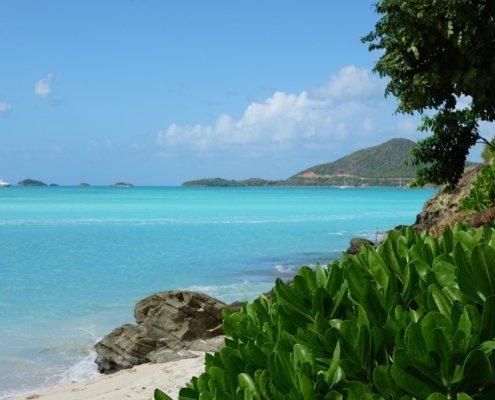 vacanze in barca a vela ai caraibi con skipper spiaggia