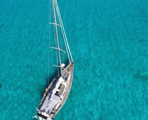 vacanze in barca a vela ai caraibi con skipper grandine barca