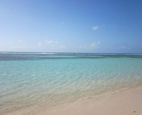 vacanze in barca a vela ai caraibi con skipper spiaggia guadalupa
