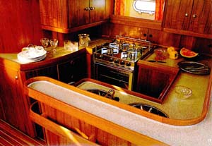 vacanze in barca a vela con skipper interno barca cucina