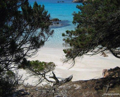 vacanze in barca a vela con skipper in Sardegna mare e spiaggia